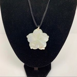 Jewelry - Vintage Mother of Pearl Plumeria Necklace